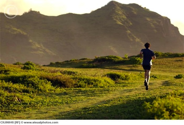 young_man_running_in_mountains_hawaii_chj06045.jpg