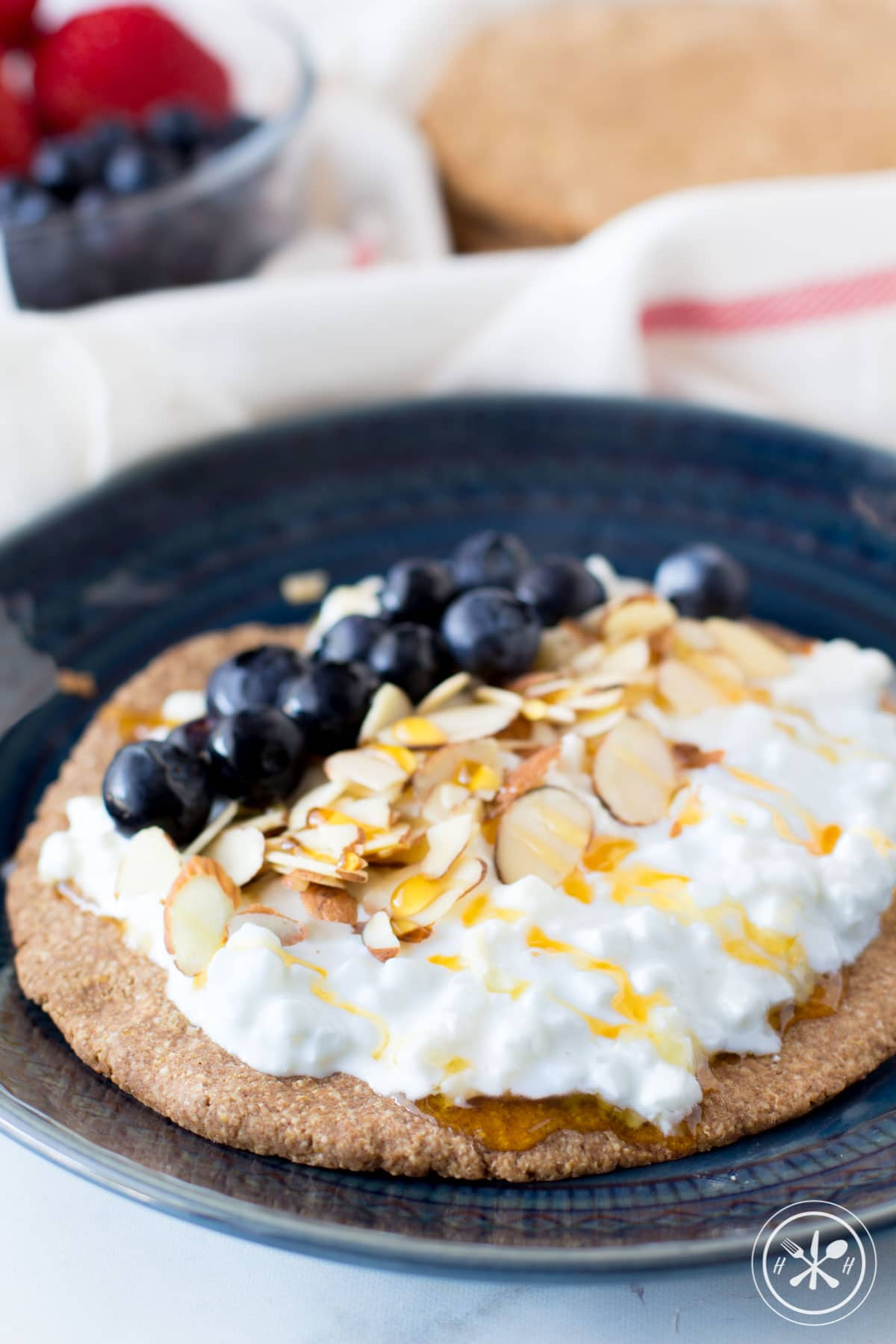 Cottage Cheese Berry Oatmeal Crust Breakfast Pizzas