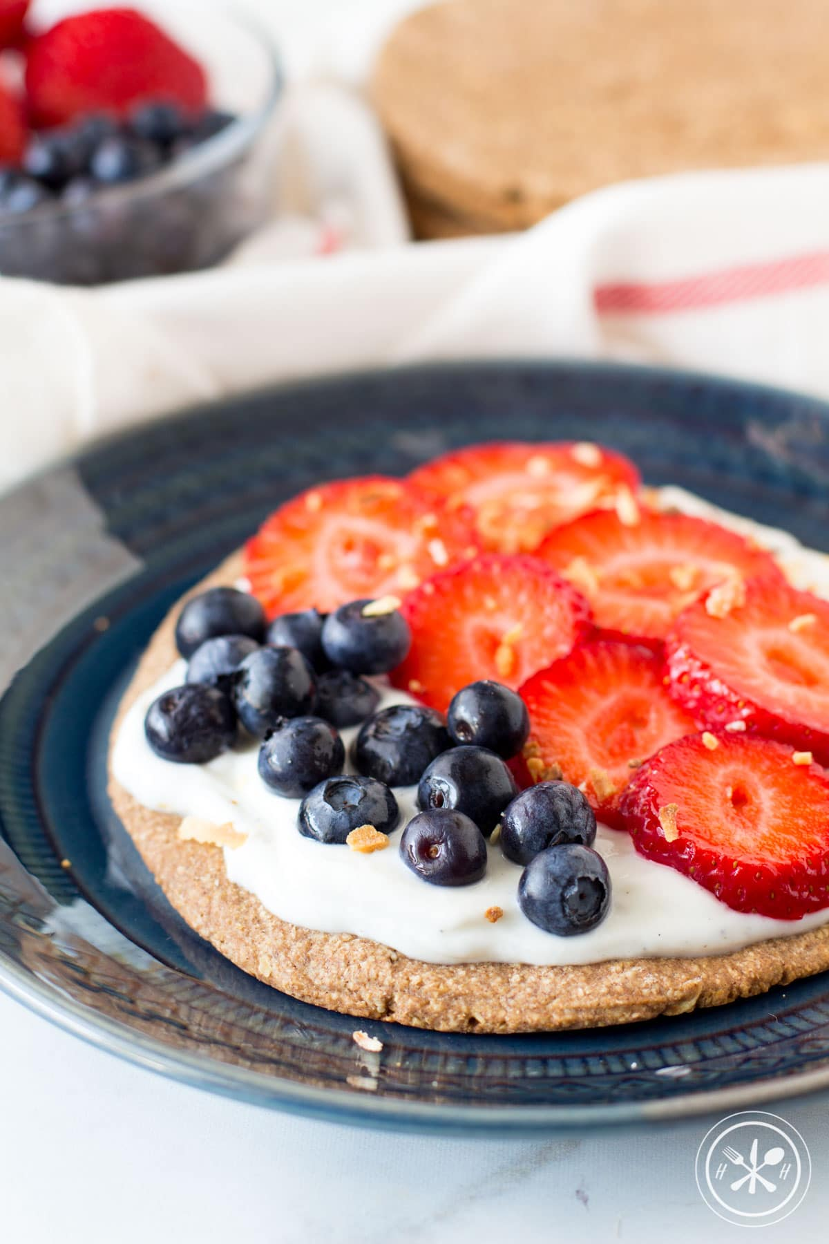 Yogurt Berry Oatmeal Crust Breakfast Pizzas