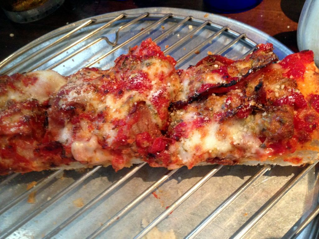spinatos- meat-lovers- pizza