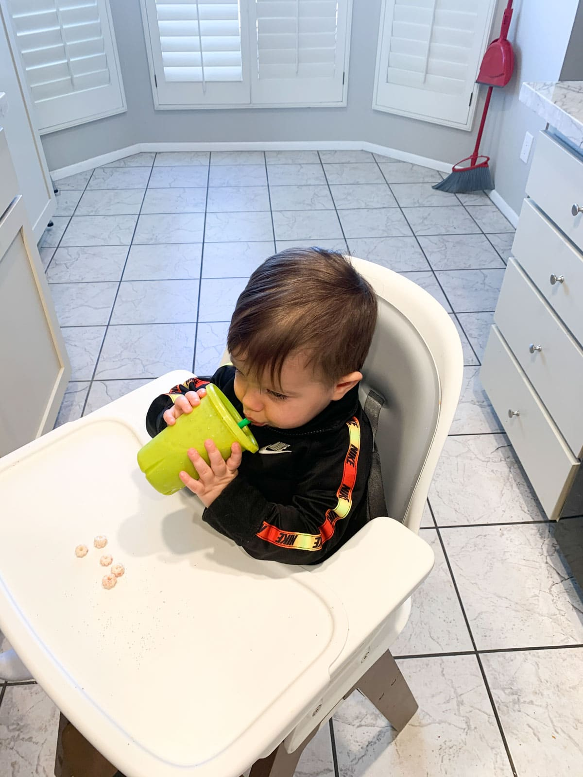 toddler drinking smoothiebox