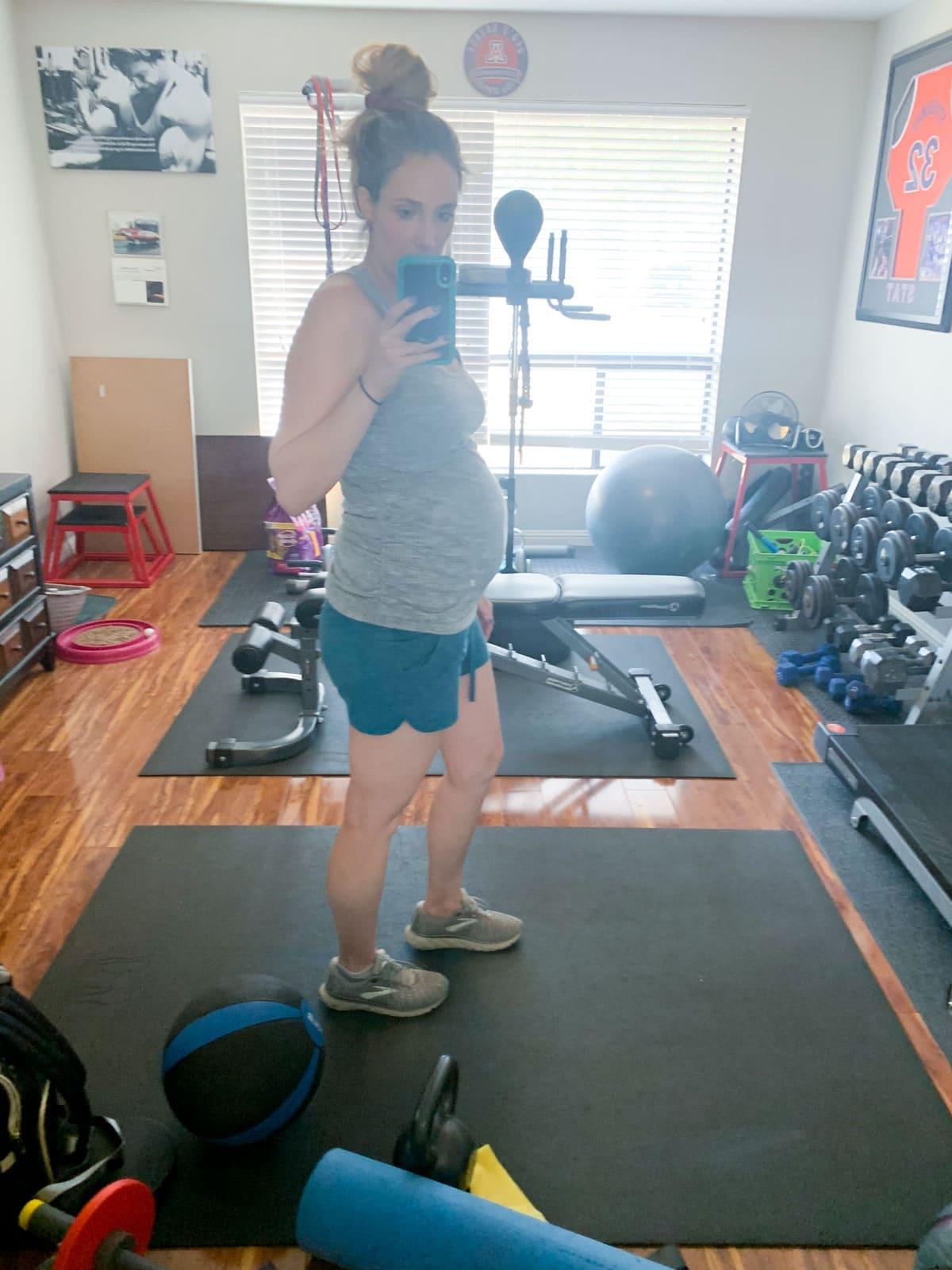 24 weeks pregnant gym photo